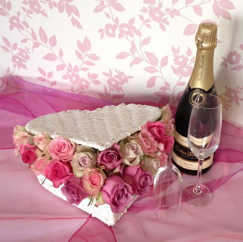Valentine day heart gift basket flowers roses champagne